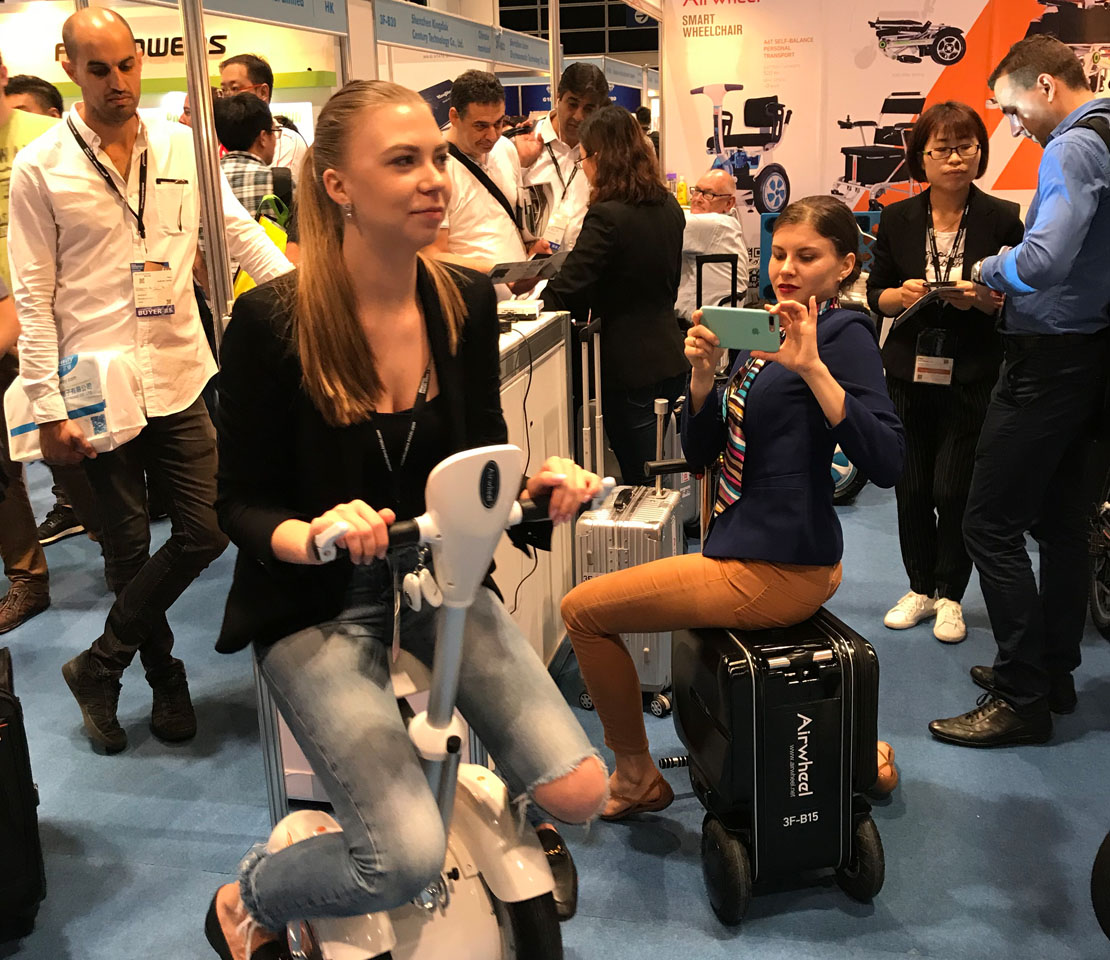 Airwheel intelligent auto following suitcase